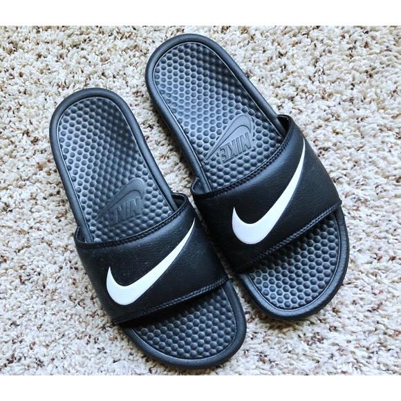 9f29efa4e Men s Size 8 Nike Benassi Swoosh Slides LIKE NEW. M 5b4283b3819e90b7156d49e6
